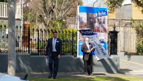 Auction at 2 Sussex Street, Moonee Ponds