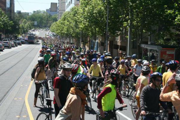 cyclists_melbourneUMBlogImageA